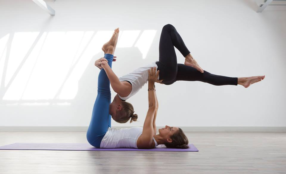 AcroYoga Poses Look So Beautiful And Elegant Never Pass By Unnoticed Is Great Fun Unlike Most Other Forms Of Yoga The Practice